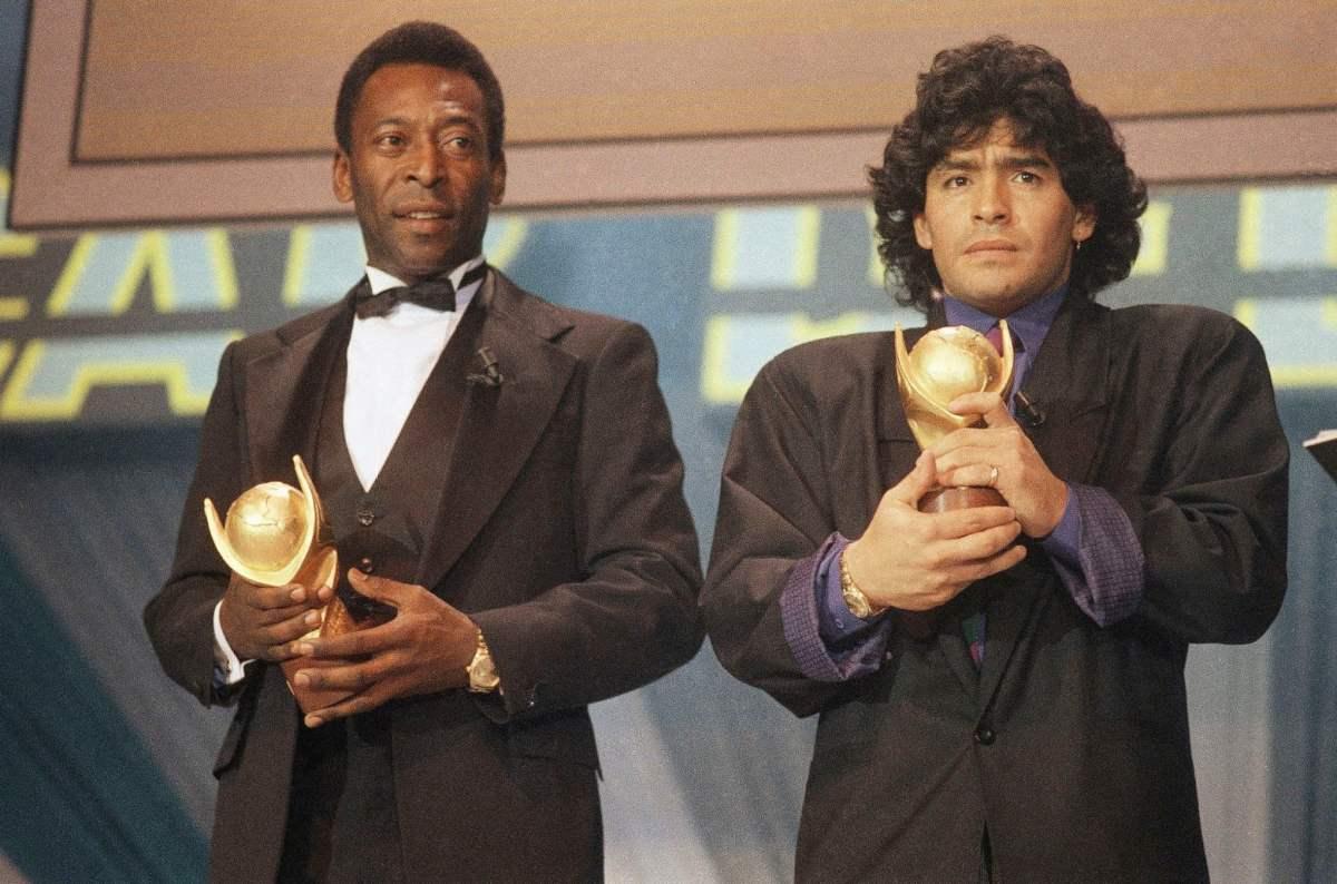 Пеле и Марадона вручают призы игрокам